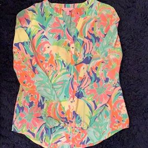Lilly shirt size small
